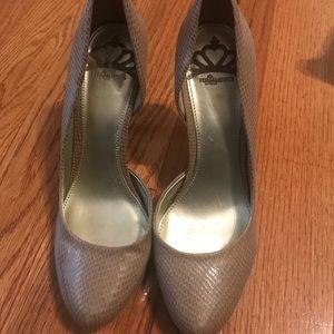 Fergalicious heels beige